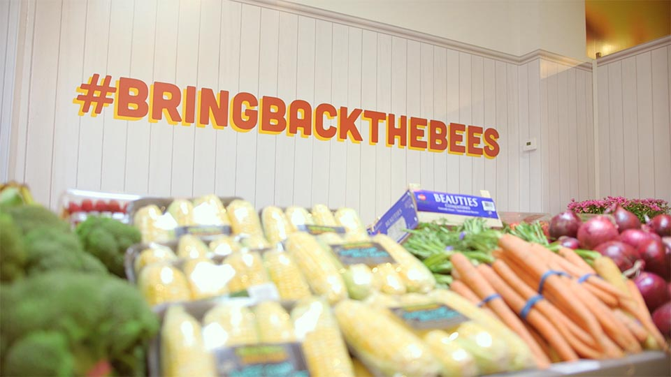 A shot of the pop-up grocery store the for #bringbackthebees campaign